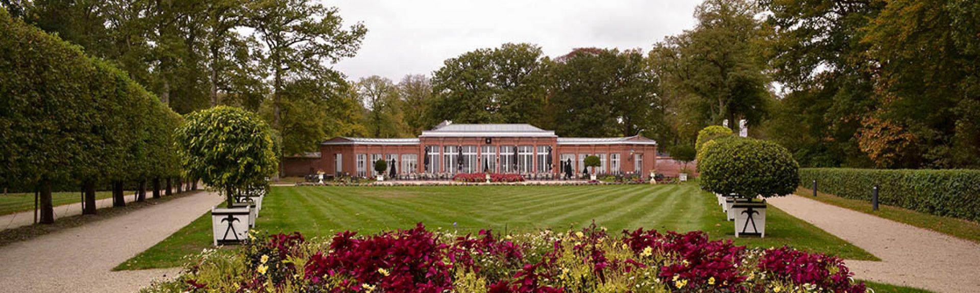 Het vernieuwde terrein rondom de Orangerie