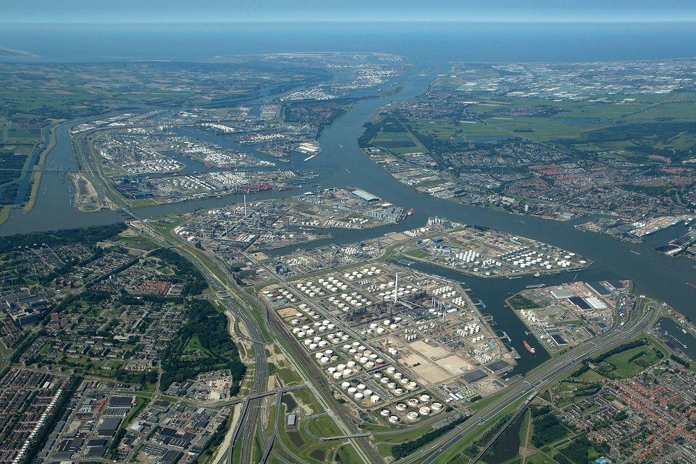 Overzichtsfoto van het industriele terrein.